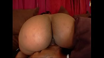 Roxy Reynolds x Charlie Mac x Honey daniels x Kitty and Deep Threat all kickin it behind the scenes of Big Phat Apple Bottom bootys
