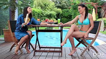 Foot Licking Lesbian Nymphos Zafira & Kitana Lure Suck On Fruit By The Pool