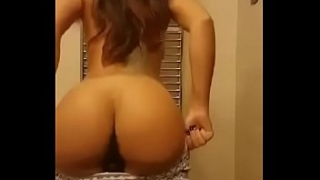 Model Teen Shows Her Body