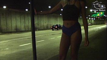 Ninfeta se exibe dentro do túnel da cidade, e ainda fez boquete. ( Vídeo completo no xvideos red. )
