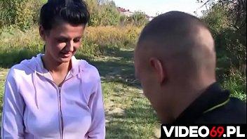 Polskie porno - Nastolatka chciała z nim zerwać a skończyło się  ostrym rżnięciu w samochodzie