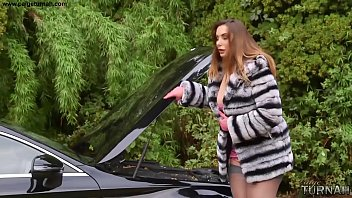 British BBW Paige Turnah Does Anything For Stranger To Help Fix Her Car