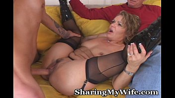 Kelly comes home sex game help - Mature babe gets her younger man