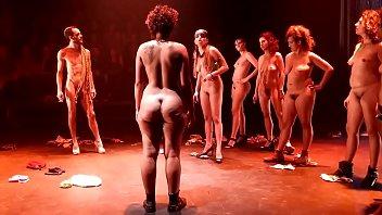 bbw show de teatro nudismo