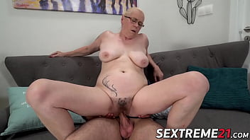 Busty mature Violett creampied after hardcore pussy banging