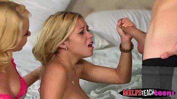 Lucky guy fucking the stepmom and daughter at the same time Vorschaubild