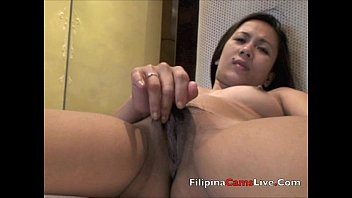 Filipinacamslive.com Filipina webcam girl fingers pussy masterbates thumbnail
