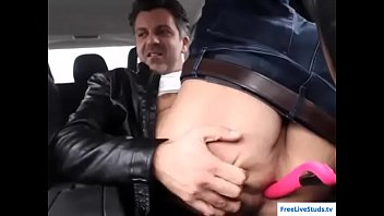 Hot amateur daddy toying ass in the car