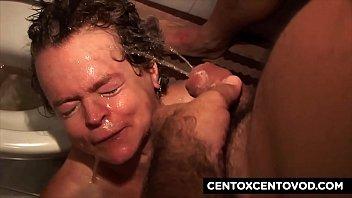 Alex Magni umilia e piscia in faccia a vecchia depravata