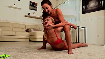 Submit bikini - Catfight bikini wrestling headsicissor sexy submision