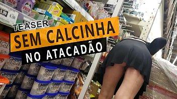 Marido da Cristina Almeida filmando ela grávida se exibindo sem calcinha dentro do supermercado atacadão