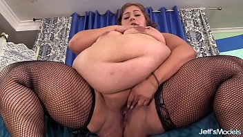 Sexy fat girl Veruca Darling showing off and taking cock Thumb