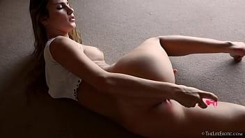 GIULIANA POMILIO A.K.A. CAMILA OSTENDE Modelo Argentina Masturbandose Bubbles 2