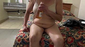 Nerviosa de la cogida que le esperaba tiró su cerveza