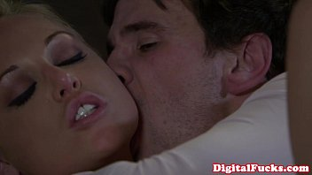 Blonde porn babe Kayden Kross facialized