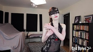 Gail Bates Explains Her Kinks While Playing With Her Pussy Before Enjoying A Nice Bath