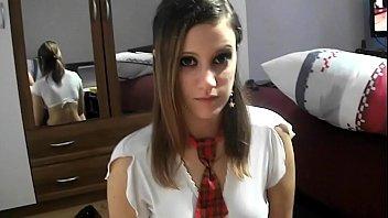 Menina de 18 anos mórbida fazendo um boquete