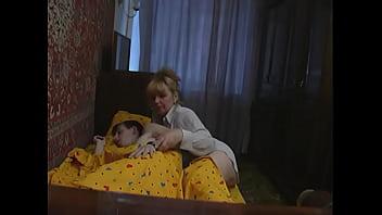 Зрелая мама ебет сына русское порно