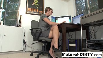 Busty MILF accountant fucks her favorite client Thumb