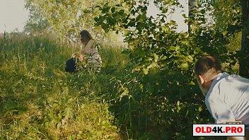 天然大山雀和变态爷爷的女孩