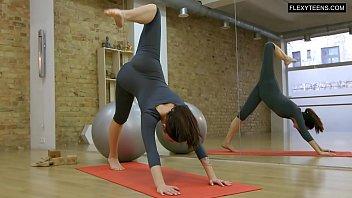Flexing nude Saule hot babe does gymnastics
