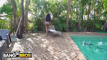 BANGBROS - Ebony Babe Moriah Mills Shows Peter Green What She's Got On Big Tits Round Asses