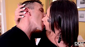 Sexy brunette babe Akasha Cullen fingers her wet pink while going all anal