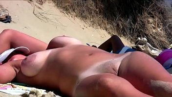 sexy Beach Mature GILF saggy Granny sexy wet pussy