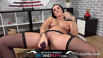 Will She Be Able To Take This MONSTER Dildo? Vorschaubild