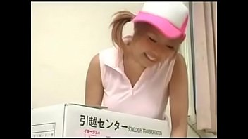 [AV-R]日本-D罩杯女孩沒穿內衣去幫同學搬家結果被上 - 12 min