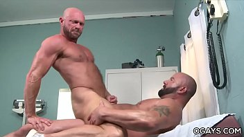 Doctor porn gay - Resident and doctor having anal sex