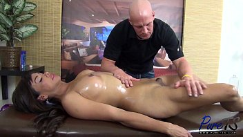 Shemale pornstar tracy Bareback anal sex with vaniity