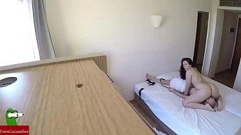 camara espia graba como folla una pareja en el hotel al despertarse GUI109