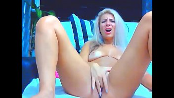 Nice Teen Cam Girl Fingering Her Pink Pussy In a Real Hot Showcom5aug6