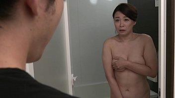【佐倉由美子】ムッチリ豊満熟女ボディな五十路の義理の母が入浴中に下着の匂いを嗅いでいた義理の息子が見つかって、我慢できずに近親相姦パコ♡