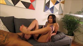 asian gives BBC a Foot Job