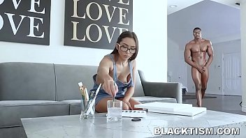 Teen Artist Stunned At Nude Models Huge Black Cock porno izle