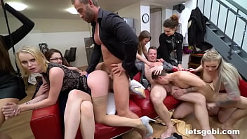 Rich Bi Couple Throw a Fucking Decadence Party 10分钟