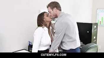 MILF knows how to grab a promotion - Brooklyn Chase
