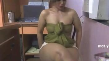 mallu lilly aunty ke saath kin kon chudai kregagarm baatien desindiansexstories.com preview image