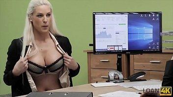 LOAN4K. Negociando con la dueña de la tienda de lencería desnuda