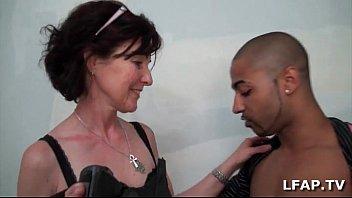 Mature francaise se fait demonter le cul pour sa sexetape