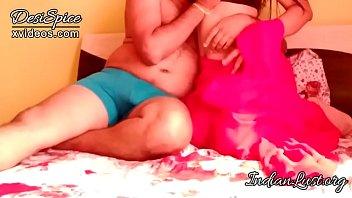 पती के सामने सेक्सी भाभी ने बॉयफ्रेंड से चुदवाया हिंदी मे अश्लील thumbnail