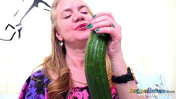 EuropeMaturE One Mature Her Cucumber and Her Toy