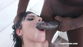 Nina comes to enjoy black feeling IV340