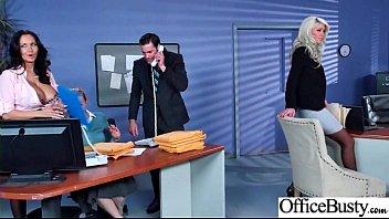 Geiler Chef interviewt die ungezogene Riley Jenner mit der dicken Sekretärin Ava Addams