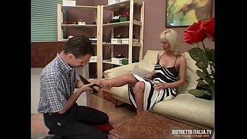 l'artigiano fa bene le scarpe ed il culo alla signora