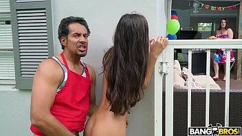 Dad fucks daughter free video online Encuentra a su hija teniendo sexo le roba el novio a su mamá