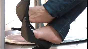 Dangle foot in sexy shoes stocking - Cams4free.net - candid shoeplay dangling in cafe black pumps