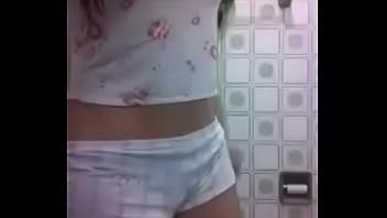 Novinha pelada na webcam